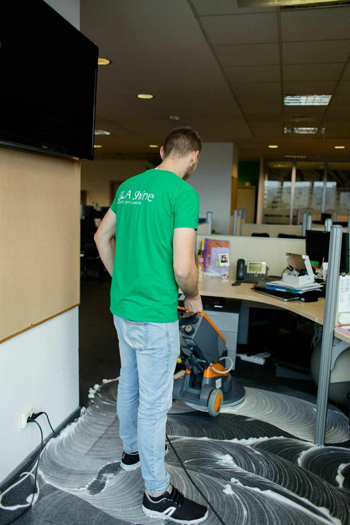 curatare mocheta spatii birouri
